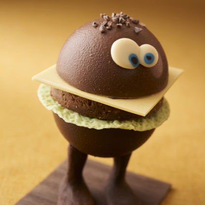 Burger en chocolat de profil